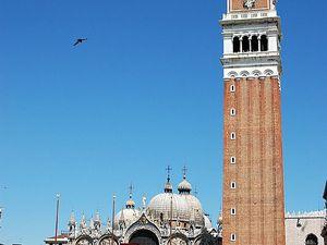 Vu depuis la place Saint-Marc, Venise. Le Campanile.