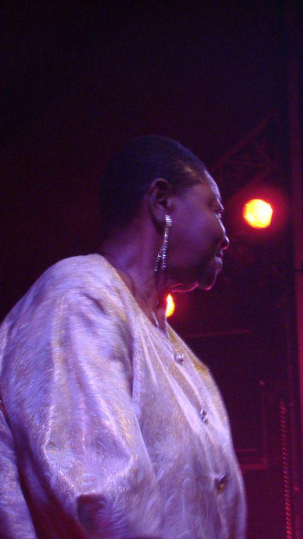 jeudi 23 juillet 2009 sur scene :   *Calypso rose :  Aambassadrice de la musique caribéenne.Légende vivante du Calypso et de le Soca ,elle est née le 27 avril 1940 dans la petite ile de Tobago, république de Trinidad & Tobago, dans les Antille