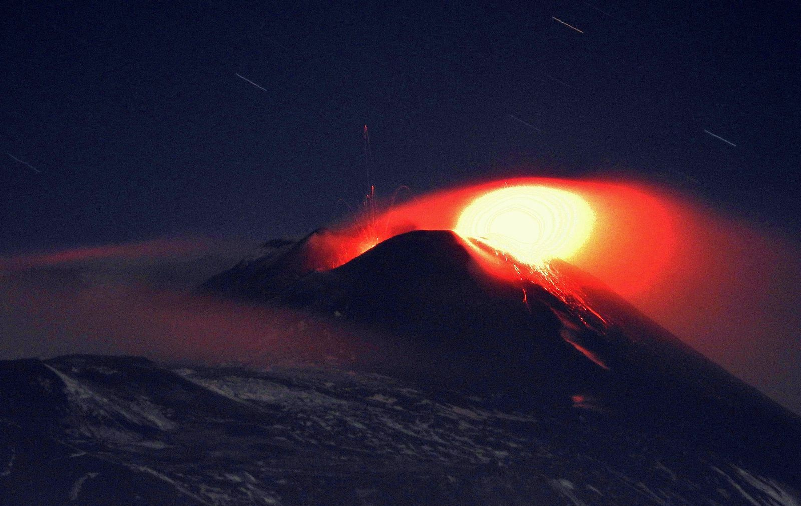 Etna SEC - activity of the southeast and of the Saddle vents on 01.30.2021 - photo Boris Behncke