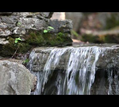 Fontaine d'eau en pierre, sons naturels et musique relaxante [musique de guérison]