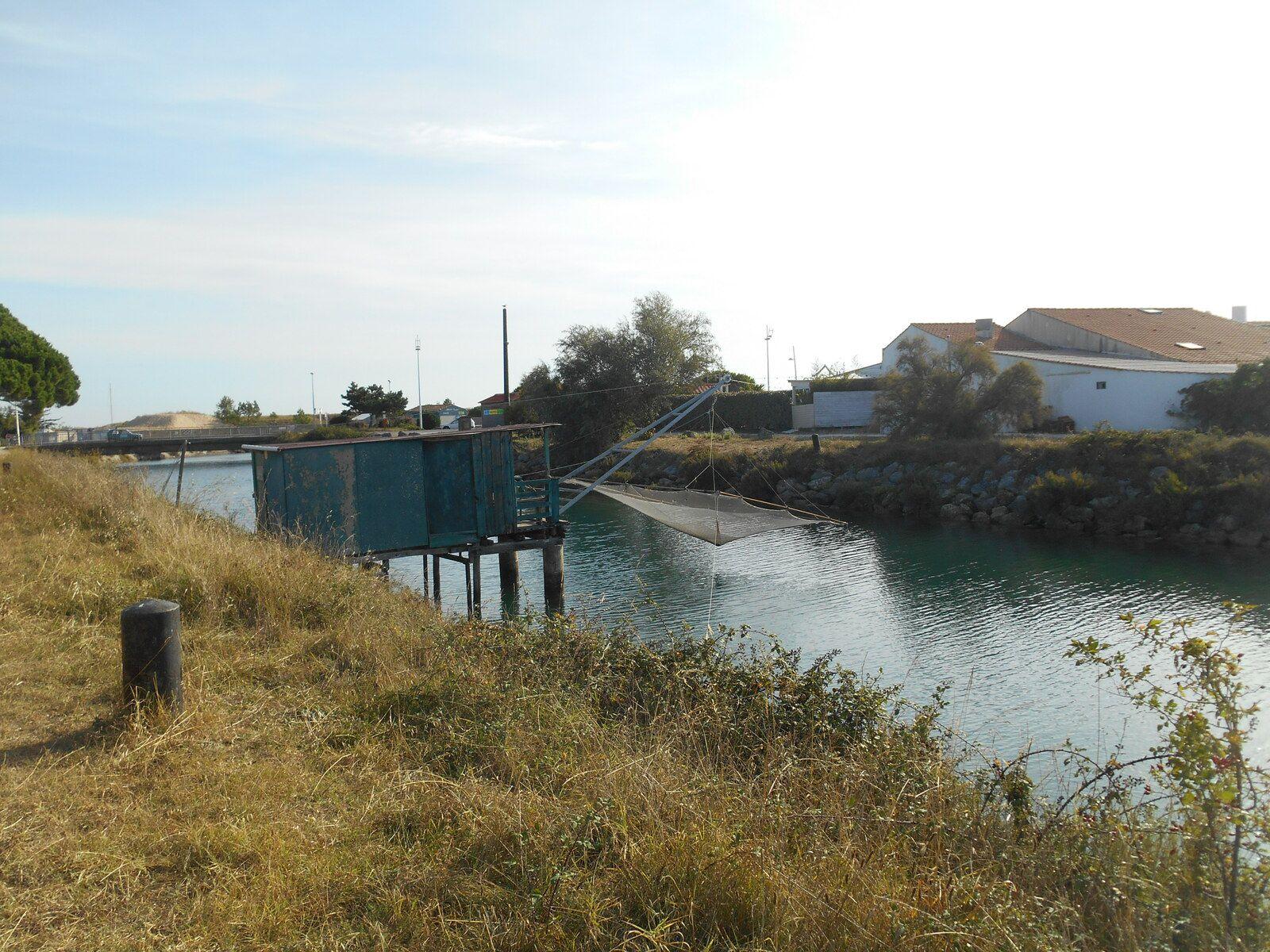 Avant d'arriver au Port, petite cabane dédiée à la pêche au carrelet...