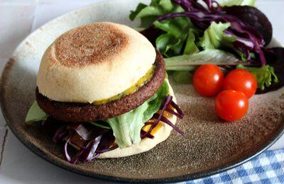 Sandwich veggie au steak de soja et chou rouge