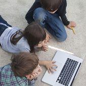 Comment aider les enfants à bien utiliser Internet ?