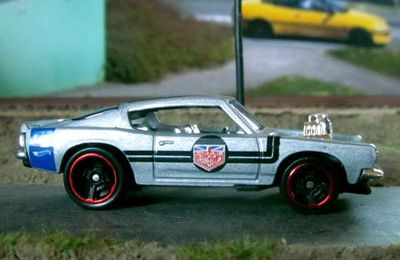 PLYMOUTH BARRACUDA KING KUDA HOT WHEELS 1/64.