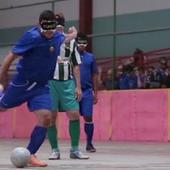 Vidéo : ces stupéfiants footballeurs aveugles
