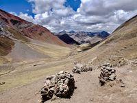 Winicunca à l'arrivée, au sommet....5200 m d'altitude...la beauté sans un mot.....la montagne impose son silence et la nature son respect !!