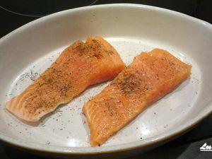 Précuisson du saumon puis le recouvrir avec les légumes