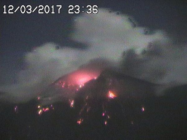 The south east crater of Mount Etna yesterday 12.03.2017 between 19:55 and 23:36 - webcam Radio Studio 7