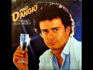 "pino d'angio, de son vrai nom Giuseppe chierchia est un chanteur italien avec son plus grand hit ""ma quale idea"""