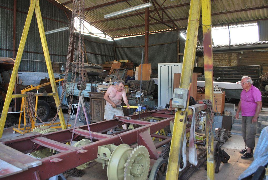 crédit photos - alain Chaussade - l'inclusion du chassis camion dans le chassis chenillé, ça colle au mm aprés un peu de travail.