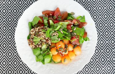 Salade fraîcheur - melon, tomate, quinoa et basilic