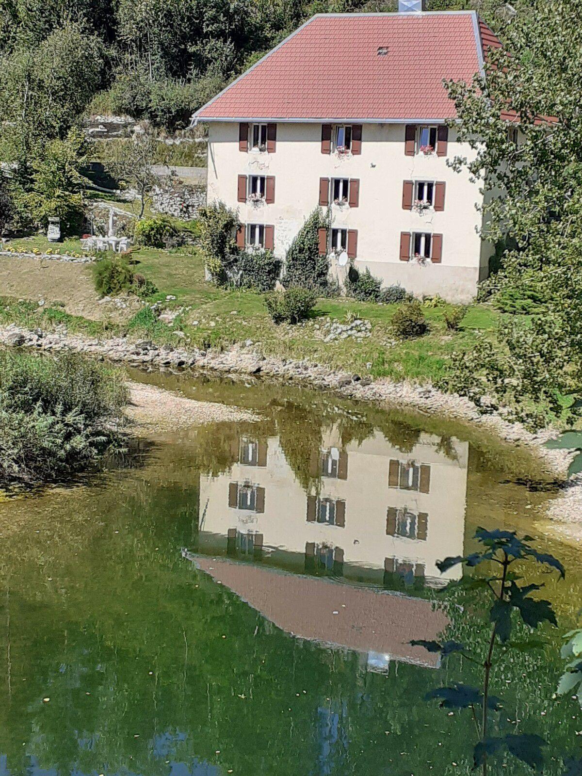 9 - Reflet suisse d'une maison suisse