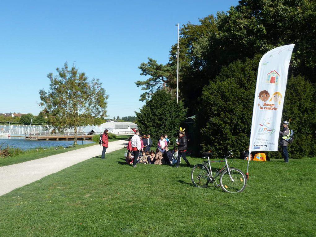 Plus de 410 enfants ont randonnée et écouté des contes au lac de Joué les Tours. Les écoles de Blotterie et Mignonne à Joué les Tours, Azay le Rideau, Lignière, Chançay, Sorigny, Bléré, St Branchs, et Monlin de Ballan-Miré ont profiter de cette belle journée.