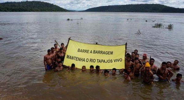 Amazonia arbaro : Greenpeace subtenas amazonian popolon kontraŭ projekto de baraĵo