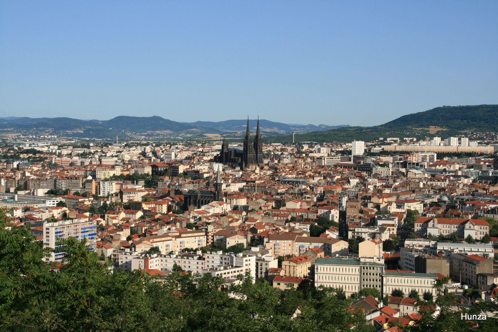 Panorama sur la ville de Clermont-Ferrand depuis le parc Montjuzet