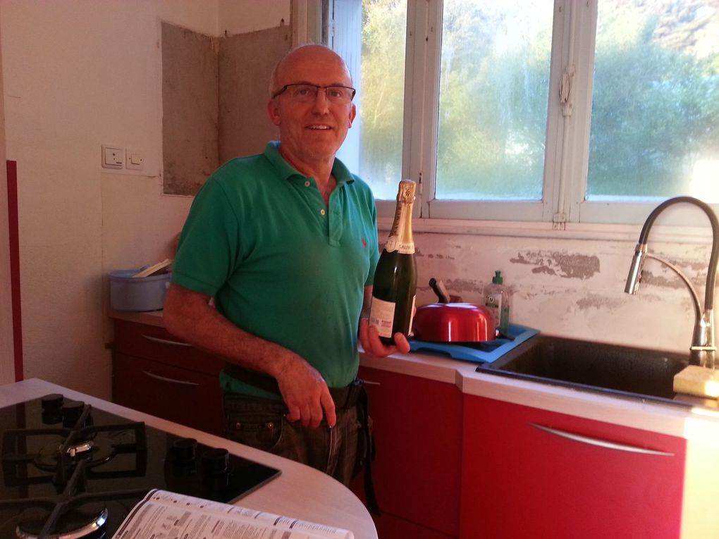 the new fitted  kitchen is almost finished ! First celebration ..on peut utiliser la cuisine !