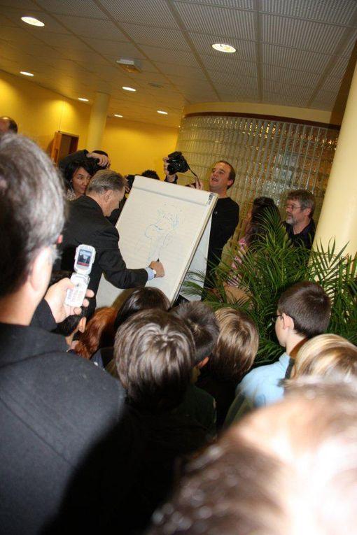 Inauguration le 10/12/2011 des plaques signalétiques des classes primaires de l'école Albert UDERZO en sa présence.