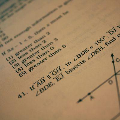 Où trouver des vidéos de cours de mathématiques gratuits?