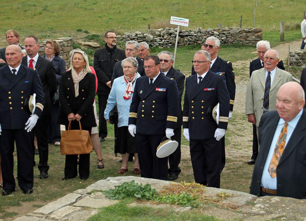 Cérémonie au Mémorial national des marins morts pour la France à l'occasion du congrès de l'Amicale des officiers de la marine. photographies : Thadée Basiorek et Jean-Jacques Tréguer (Association Aux Marins) - Gérard Bosch(Gé).