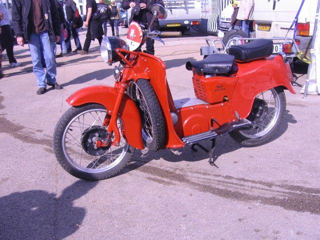 Photos padoocks Coupes Moto-Legende 2013  Dijon Prenois Démonstration piste motos et sides