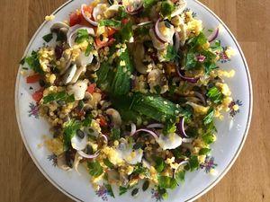 Salade de lentilles corail, tomates, avocats, champignons de Paris