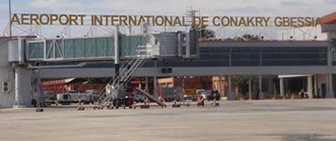 Virus Ebola : déploiement d'équipes françaises à l'aéroport de Conakry