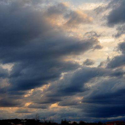Avion et mer de nuages