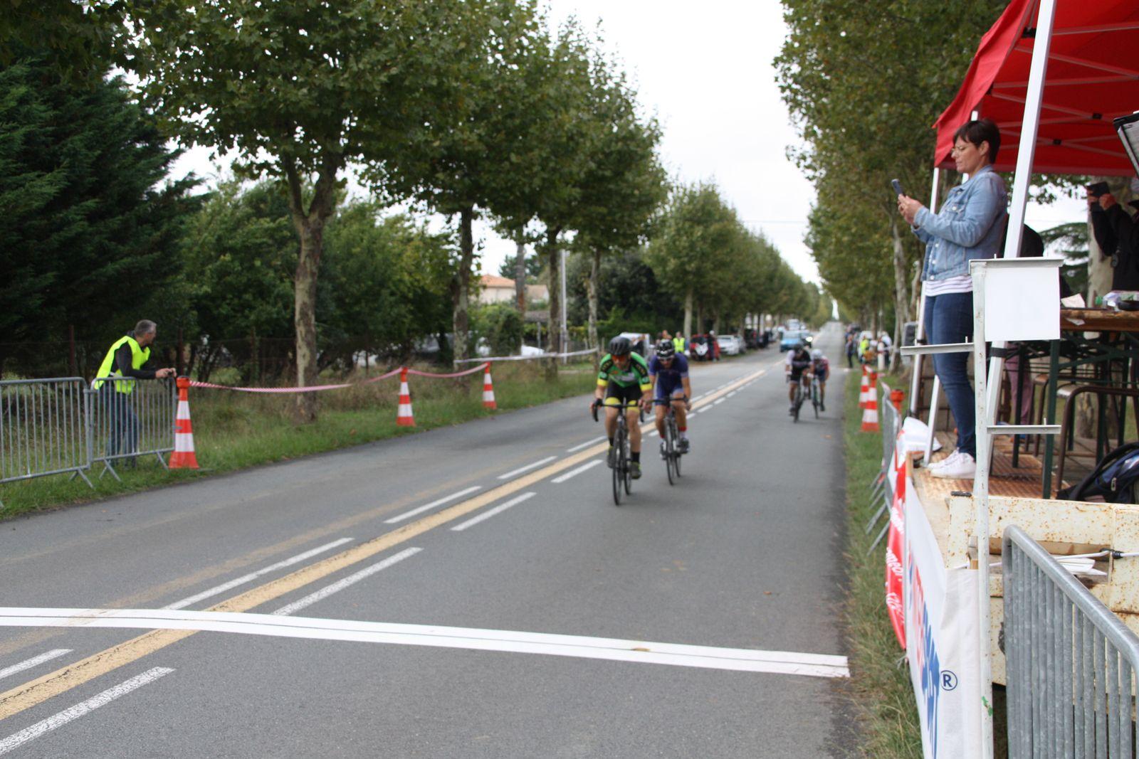 5e  tour, le  vainqueur  se  trouve  dans  le  groupe  de  tête, le  contre  est  nettement  distancé