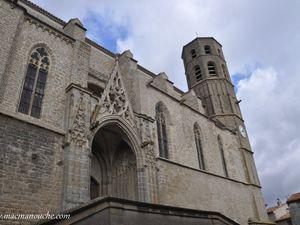 … == > …  et transformée en forteresse pendant les guerres de religion.