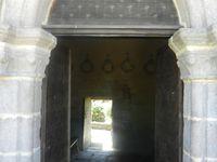 Ouf !il fait chaud ! Bienvenu pique-nique à Chavanac, joli village désert à l'ombre de son église templière qui nous offre une belle légende.