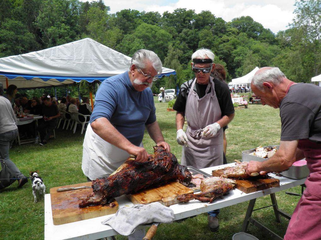 Les Fins Goustiers du Haut-Maine et Pail au marché champêtre de Saint-Céneri-le-Gérei le 21 juin 2015.