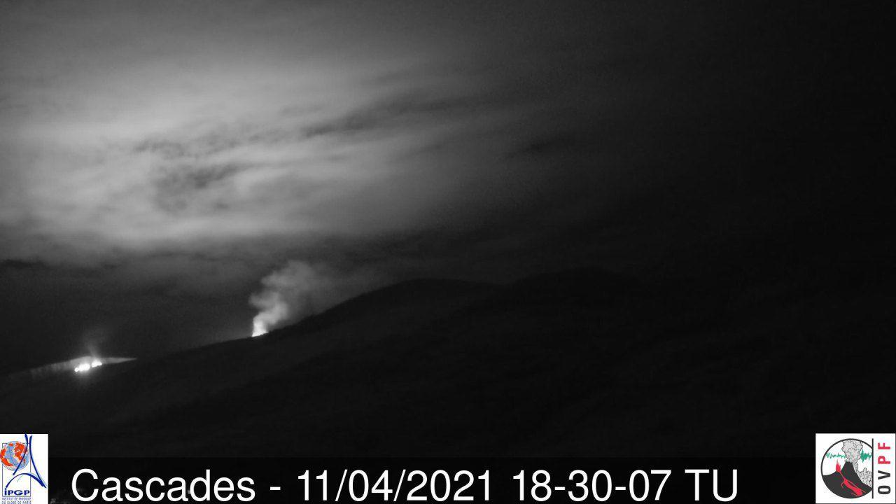 Piton de La Fournaise - 11.04.2021 / 6:20 pm UT - the flow front at the level of the large slopes - Camera Cascades OVPF