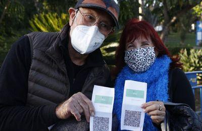 Une injection de rappel tous les 6 mois ? 1,5 million d'Israéliens ayant reçu une double dose ou ayant été guéris perdent le privilège du pass sanitaire en raison de l'entrée en vigueur de règles plus strictes pour la Covid-19 (RT)
