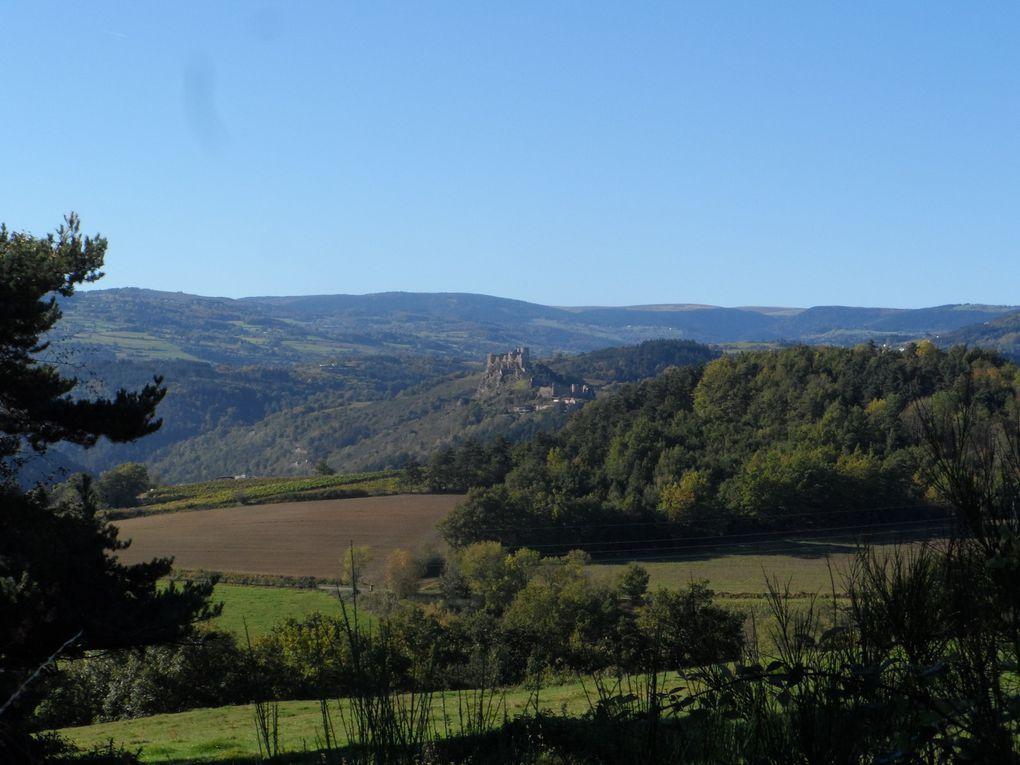 Le second à Sail sous Couzan, le château ruiné perché sur son éperon rocheux est toujours aussi impérial.