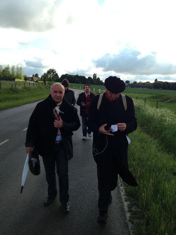 Le député qui marche à la rencontre des français.