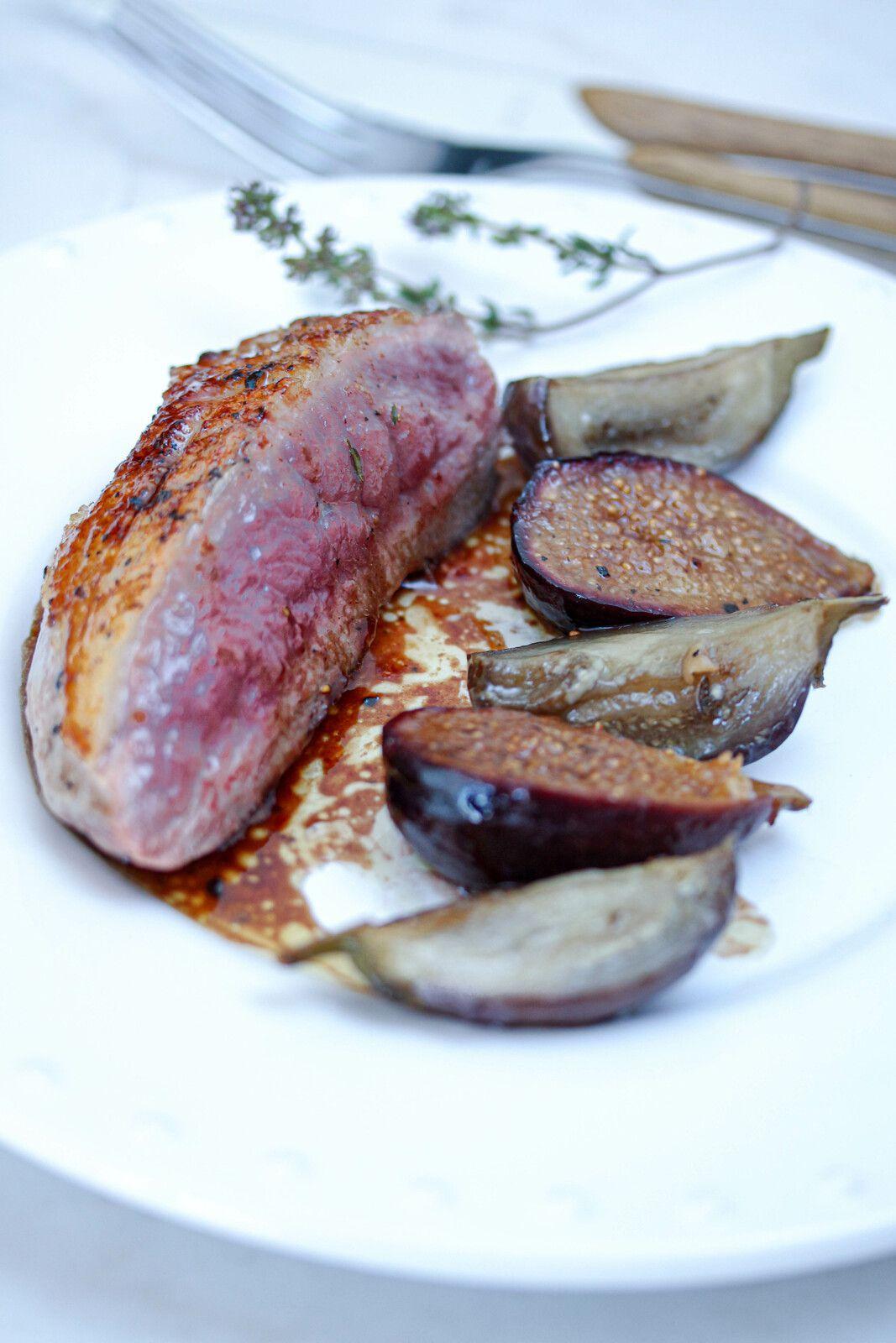 Filet de canette poêlé - aubergines et figues confites
