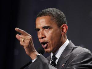La Corée du Nord (à gauche, le Maréchal Kim Jong-un) dément. Les Etats-Unis (à droite, le Président Barack Obama) menacent de riposter. Dans le domaine de l'informatique militaire (et notamment du piratage), les deux pays figurent parmi les cinq acteurs les plus puissants au monde.