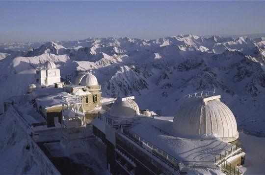 magnifique observatoire, un ciel transparent, une vue geniale sur les Pyrenees et sur espace