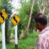 Deux panneaux pour le prix d'un ! - Vu sur la route (20-07) - Noy et Gilbert en Thaïlande