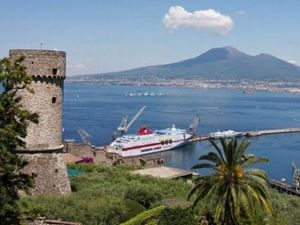 The castle and the bay of Naples - Castellamarre di Stabio - photos Vesuvuilive
