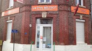 N'oubliez pas, durant votre balade, de boire un coup au Bistrot du village (photographie de france.tv.fr) !