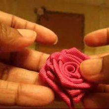 Comment faire une rose avec un ruban!
