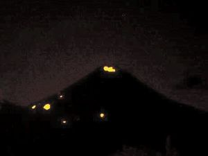 Momotombo - Explosion of 01.30.2016 / 3:45 and incandescent points - no other better pictures of RSNN