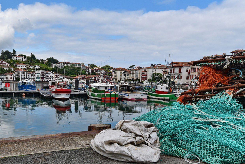 Saint Jean de Luz et son port coloré...