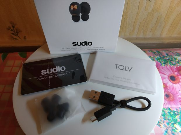 unboxing des écouteurs True Wireless - Sudio TOLV @ Tests et Bons Plans