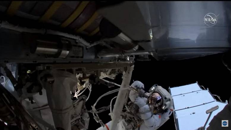 US and French astronauts make ISS spacewalk
