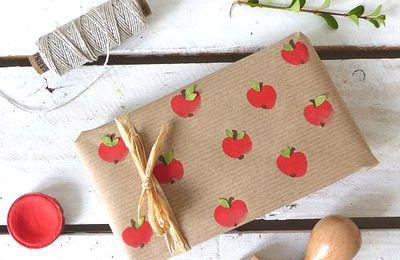 """Papier cadeau """"impressions pommes"""""""