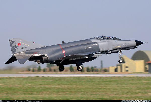 Quatre F-4 Phantom turcs verrouillés par une batterie Patriot grecque