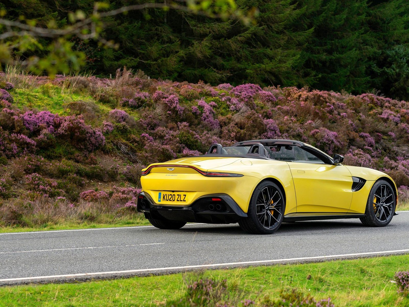 VOITURES DE LEGENDE (1217) : ASTON MARTIN  VANTAGE ROADSTER - 2020