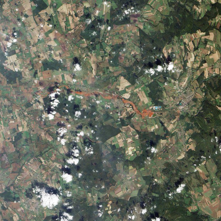 Images de la coulée de boues rouges en Hongrie (Octobre 2010)